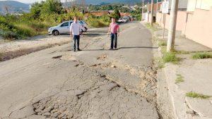 Cabo Jean e Marquinho Arruda pedem asfalto para Rua Açucenas, no Bairro Vila Amaral