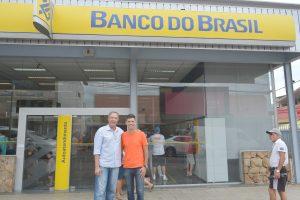 Trabalho dos Vereadores Niltinho Bastos e Guto Issa resulta na reabertura dos caixas eletrônicos do Banco do Brasil aos finais de semana