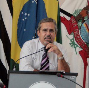 Vereador Julio Mariano comenta: Reduzir ou não o número de Vereadores