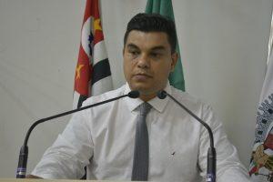 Vereador Rafael Tanzi pede construção de escola em Maylasky
