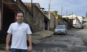 Alexandre Pierroni leva operação tapa-buraco às ruas do Jd. Maria Trindade