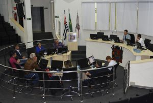 Guto Issa preside reunião da Comissão que discute revisão do Plano Diretor