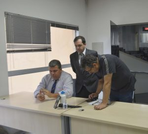 Vereador Alexandre Pierroni busca solução junto a Prefeitura em encontro com taxistas