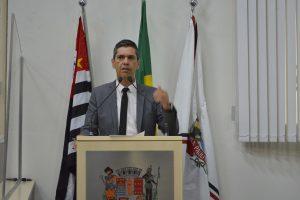 Nova Lei do Vereador Guto dá transparência à  fila de vagas em creches e escolas municipais