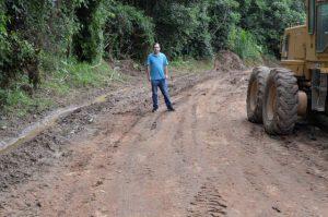 Vereador Alexandre Pierroni acompanha serviços em estradas do Planalto Verde