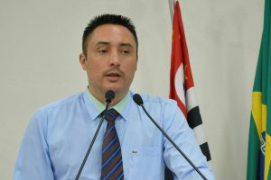 Vereador Rafael Marreiro solicita substituição de containers em vários Bairros do município