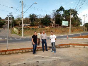 Vereador Alacir confere obras na rotatória do Largo do Taboão que permitirá acesso de veículos ao Jardim Mosteiro