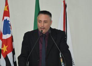 Vereador Rafael Marreiro cobra melhorias na educação pública do município