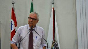 Vereador Etelvino quer sinalização de trânsito na Estrada do Caetê