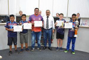 Campeões de futsal da Vila Nova São Roque são homenageados pelo vereador Julio Mariano