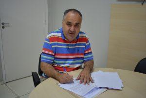 Presidente da Câmara assina contrato de concurso com a VUNESP