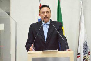 Rafael Marreiro questiona modelo de parceria de Zona Azul em São Roque e alerta sobre valor abusivo na venda de cartões