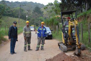 Vereador Etelvino acompanha instalação de rede de água no Alto do Sabiá