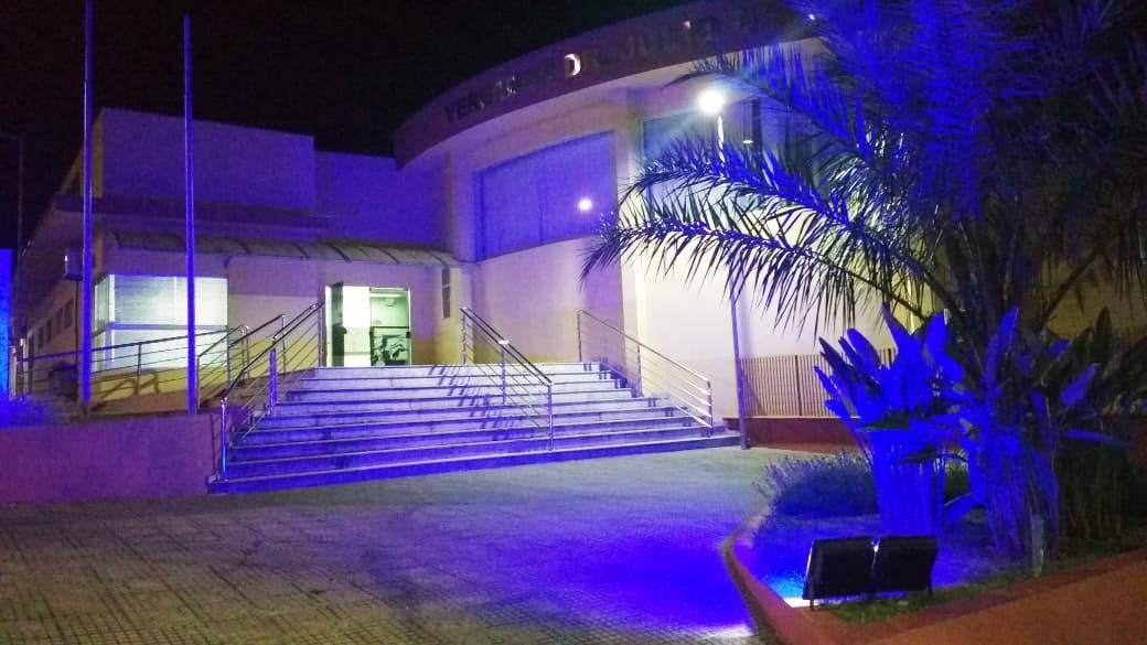 Câmara Municipal de São Roque ilumina prédio e adere a campanha Novembro Azul