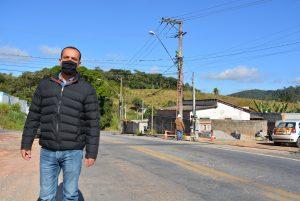 Marquinho Arruda acompanha mudança de postes na Quintino de Lima e encerra luta pela retirada do Pontilhão