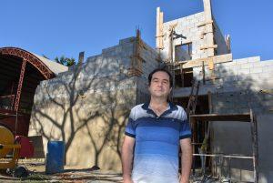 Alexandre Pierroni acompanha e fiscaliza reforma da creche do bairro Cambará