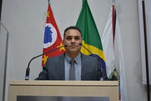 Vereador Clovis da Farmácia pede ônibus para a Vila Vinhas