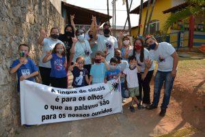 Vereadores participam de caminhada em comemoração ao Dia Nacional do Surdo
