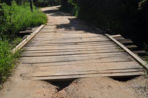 Maurinho Góes cobra serviços de cascalhamento e motonivelamento das estradas rurais localizadas nos Bairros Sorocamirim, Jardim Santa Vitória e Vila Maciel