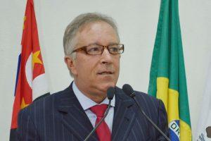Vereador Niltinho Bastos solicita adiamento dos pagamentos de licença dos taxistas