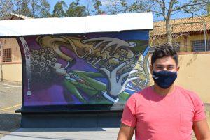 Parada de ônibus recebe arte do grafite conforme Lei do Vereador Diego Costa