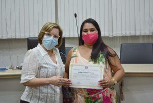 """Dra Claudia Pedroso homenageia vencedora da 4ª edição do Prêmio """"Juntas Transformamos"""" do Instituto Avon"""